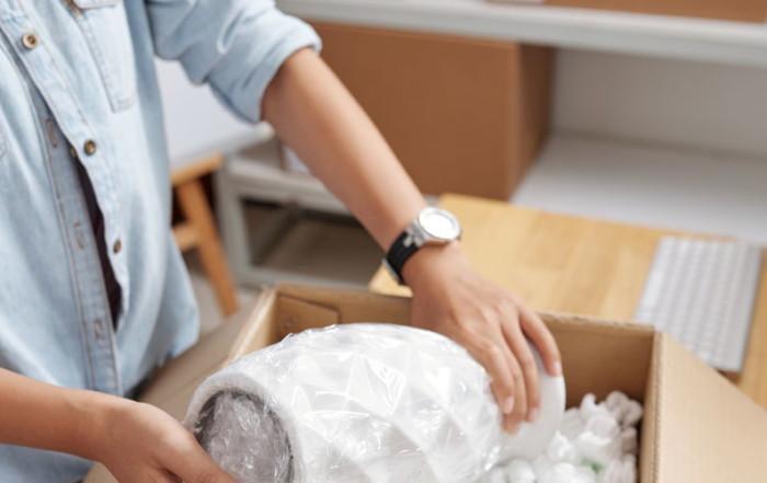 moving-packing  Blog packing process VQ5BHHD e1579104303495 700x441