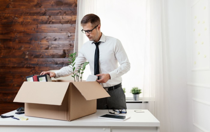 Blog businessman moving into a new office 39SHJ62 700x441